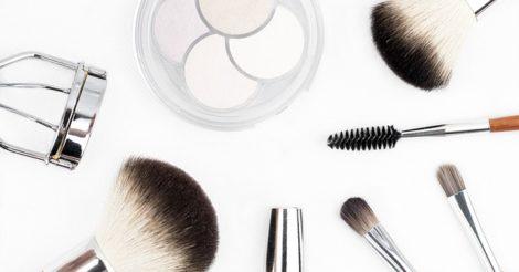 Trik Makeup Agar Wajah Lebih Terlihat Muda