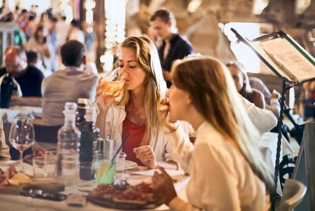 5 Bahaya Makan Terlalu Cepat Bagi Kesehatan