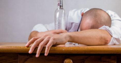 5 Risiko Kesehatan dari Minum Alkohol