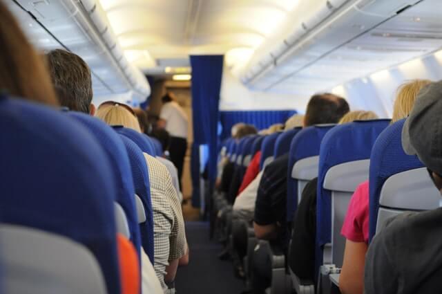 Tips Mengatasi Rasa Takut Naik Pesawat